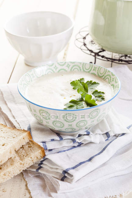 Cream of corn soup in bowl on fabric with bread — Stock Photo
