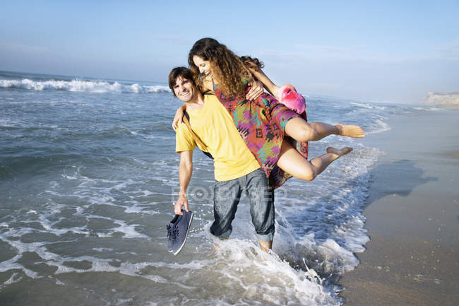 South Africa, playful couple in the ocean — Stock Photo