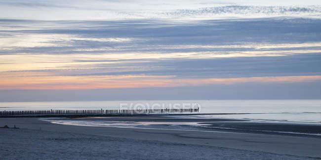 Allemagne, Basse-Saxe, Frise, Wangerooge, plage le soir, Panorama — Photo de stock