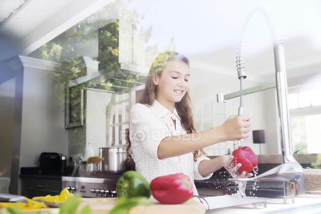 Girl washing vegetables — Stock Photo