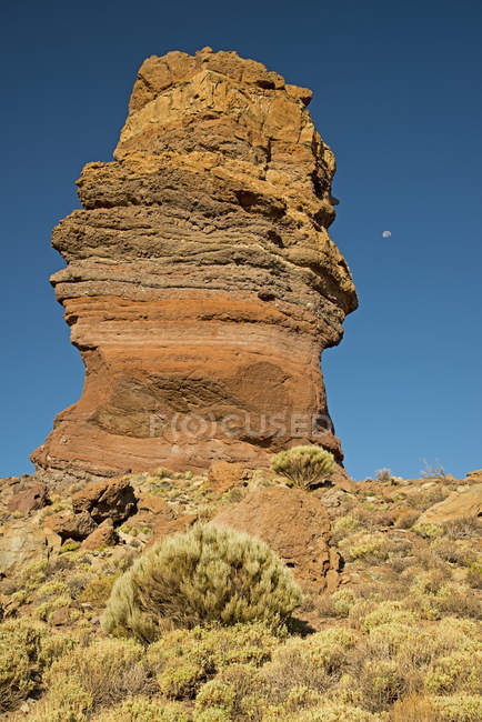Teneriffe, Teide National Park, Roques de Garcia and rock formation on hill — Stock Photo