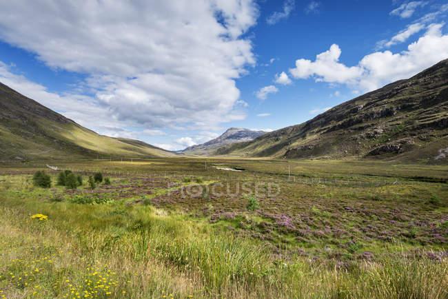 Великобритания, Шотландия, вид Torridon холмы в северо-западном нагорье — стоковое фото