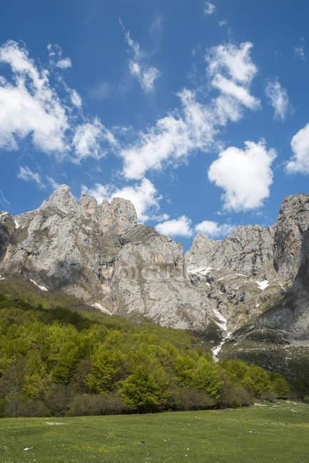 Spain, Cantabria, Picos de Europa National Park, Mountain massif Pena Remona — Stock Photo