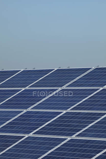 Solar panels against sky — Stock Photo