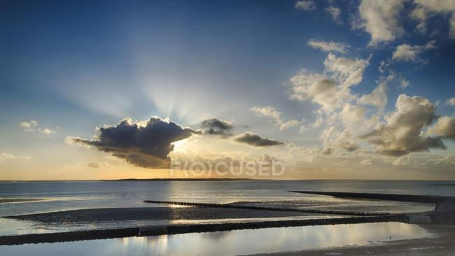Allemagne, coucher de soleil à la mer du Nord à Spiekeroog — Photo de stock
