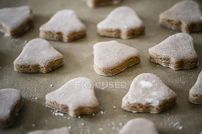 Крупным планом Рождественское печенье выпечки лоток — стоковое фото
