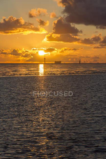 Allemagne, Basse-Saxe, Brême, Coucher de soleil en mer du Nord — Photo de stock