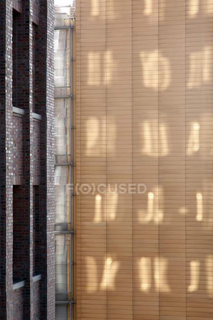 Німеччина, Берлін, відображення світла на стіні — стокове фото