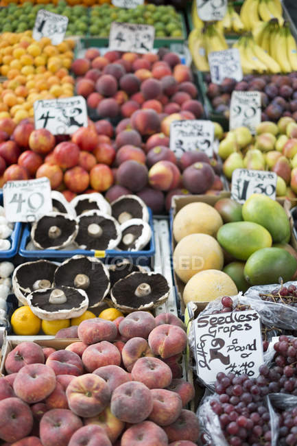 View of fresh fruits at market stall, Norwich, UK — Stock Photo