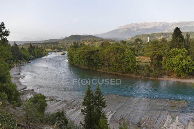 Río de Turquía, provincia de Antalya, Manavgat, Parque Nacional del cañón de Koepruelue y Koepruecay - foto de stock