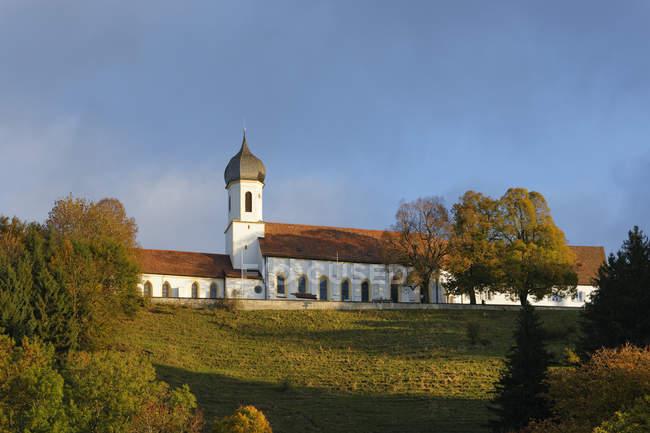 Deutschland, Oberbayern, Hohenpeißenberg, Pilgerort Kirche Mariä Himmelfahrt — Stockfoto