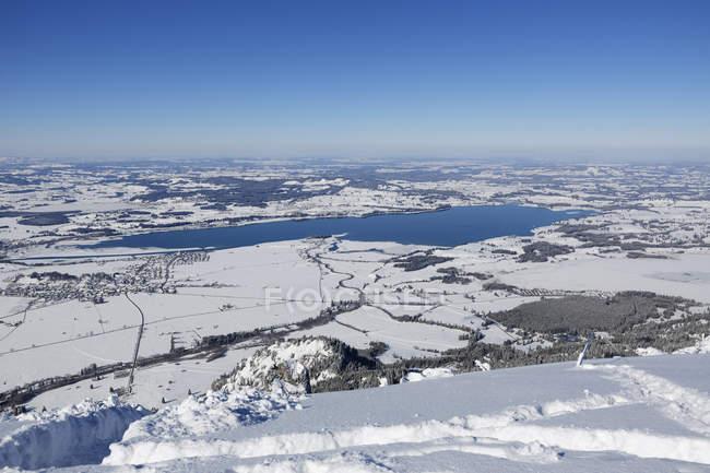 Германия, Бавария, аэрофотоснимок озера Форгензее в зимний период — стоковое фото