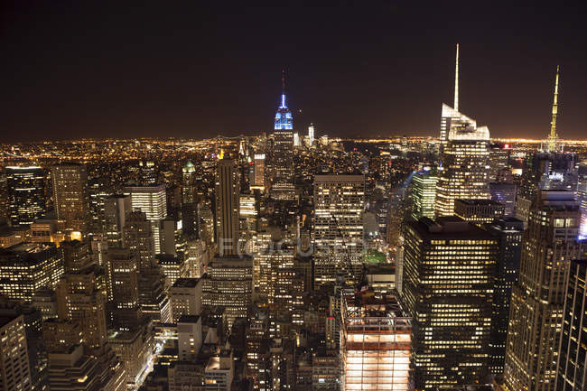 USA, New York, skyline illuminato di notte — Foto stock