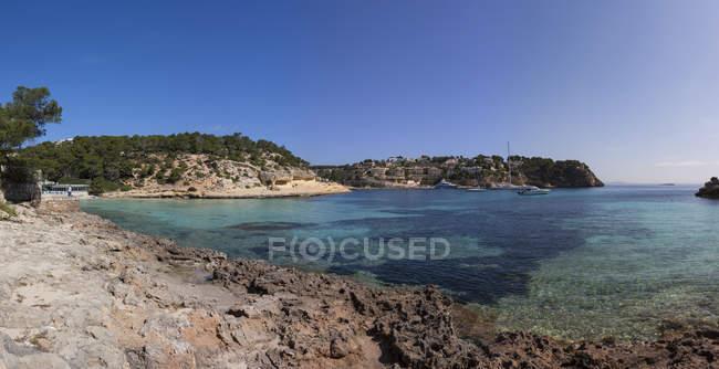 España, Islas Baleares, Mallorca, vista de la bahía de tres dedos - foto de stock