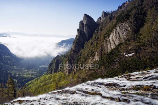 Österreich, Steiermark, Wasserfall und Nebel im Murtal auf Krumpenalm — Stockfoto