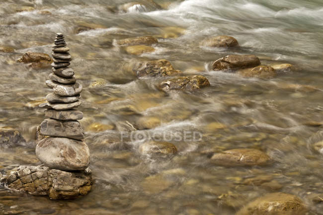 Germany, Bavaria, Oybach, cairn over water — Stock Photo