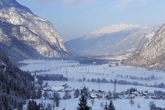 Tting im Drautal, Oberdrauburg, Valle de Drau, Carintia, Austria. - foto de stock