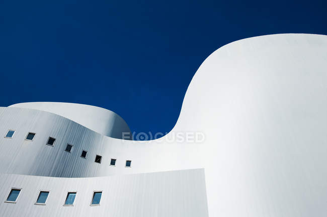 View of white roof with wave forms against blue sky — Stock Photo