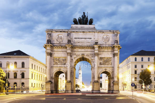 Germany, Bavaria, Munich, Victory Gate at dawn — Stock Photo
