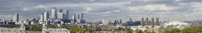 Royaume-Uni, Londres, Panoramic Découvre de vieux quartier Royal Naval College et financier — Photo de stock