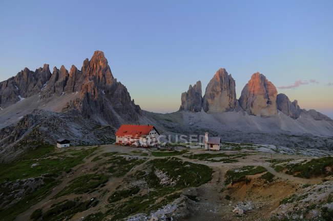 Italy, Dolomites, Tre Cime di Lavaredo, Rifugio Antonio Locatelli — Stock Photo