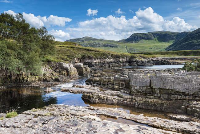 Сполучене Королівство, Шотландії, перегляд Strath Beag річці — стокове фото