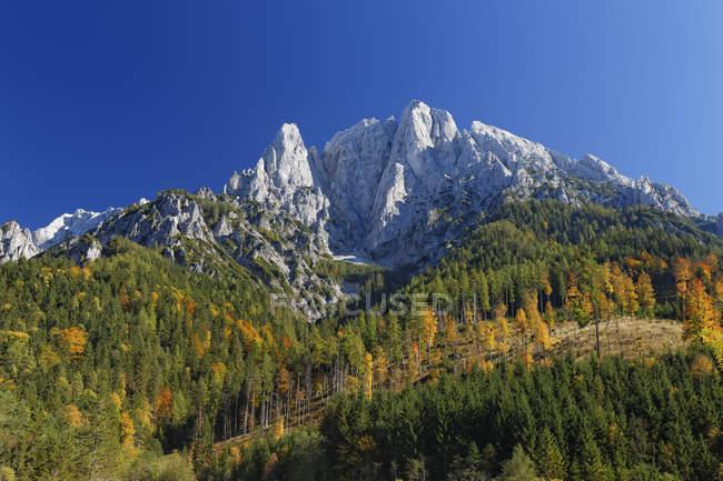Österreich, Steiermark, gröberen Oedstein, Nationalpark Gesäuse und Blick auf Gipfel tagsüber — Stockfoto
