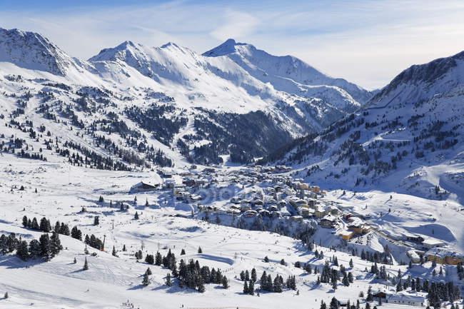 Австрия, Зальцбург, вид города Радштадт Tauern горы — стоковое фото