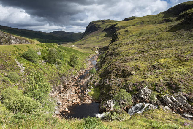 Vereinigtes Königreich, Schottland, Blick auf den Fluss Dundonell im nördlichen Hochland — Stockfoto