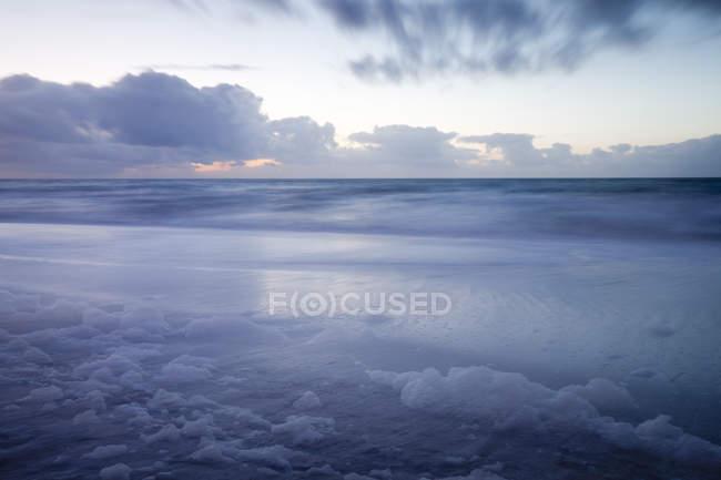 Allemagne, Schleswig-Holstein, Sylt, vue aérienne de la mer et le ciel nuageux — Photo de stock