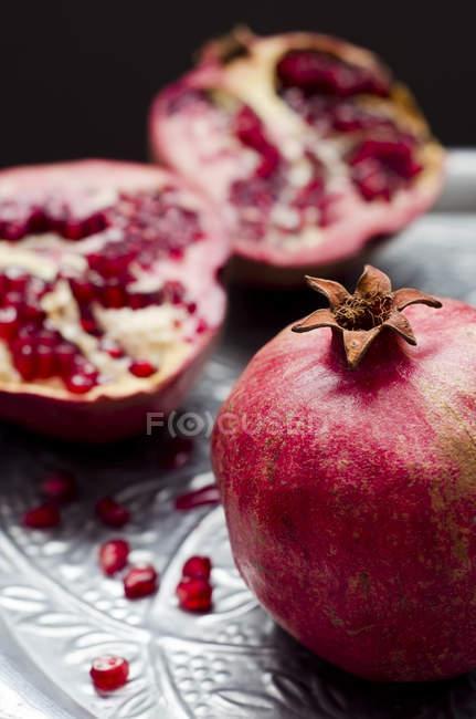 Pomegranates (Punica granatum) on silver tray — Stock Photo