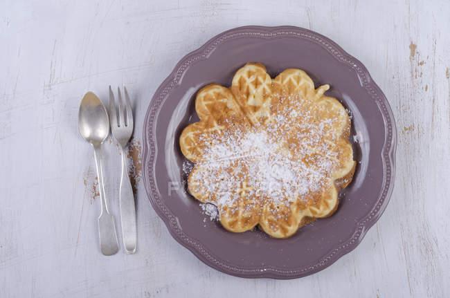Cialde a forma di cuore con zucchero a velo — Foto stock