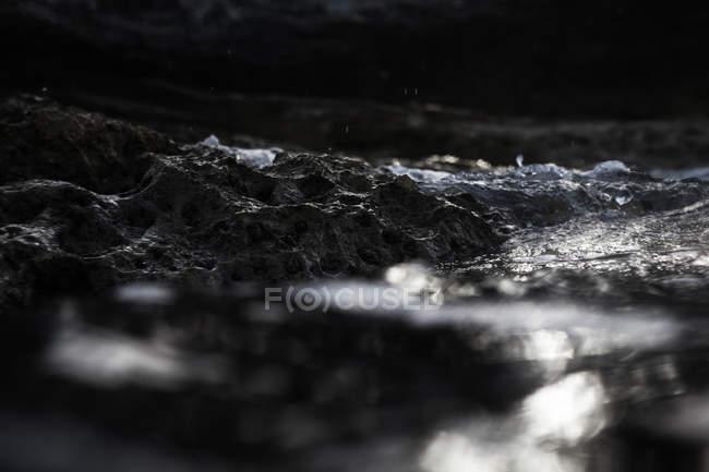 Середземноморський скелястому морському узбережжі крупним планом — стокове фото