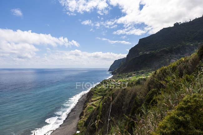 Portugal, falésias da Madeira no Arco de São Jorge — Fotografia de Stock