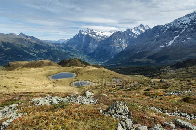 Schweiz, Berner Oberland, Berner Alpen und bewölktem Himmel — Stockfoto