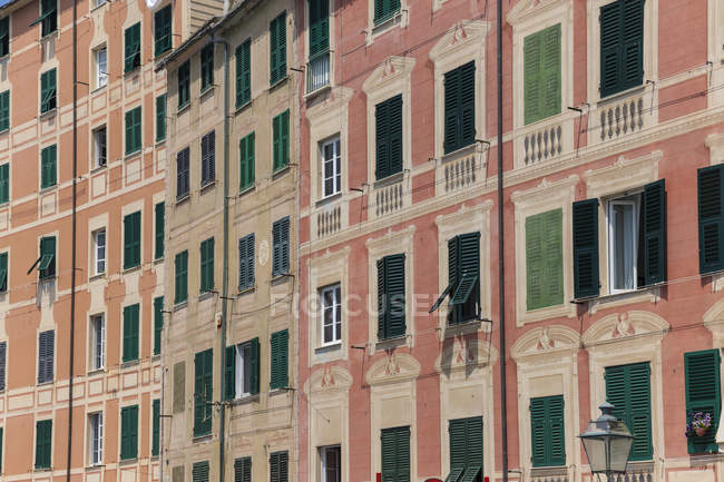 Italy, Liguria, Camogli, Housefronts in old town — Stock Photo