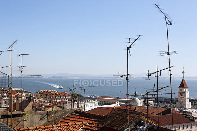 Portugal, Lisbon, Bica, View from Miradouro de Santa Catarina to Tejo — Fotografia de Stock