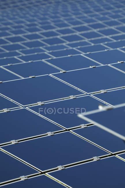 Закри сучасних сонячних панелей на денному світлі, Баварія, Німеччина — стокове фото