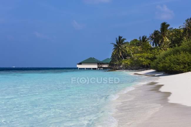 Malediven, Süd-Männchen-Atoll, Embudu, Wasserbungalow — Stockfoto