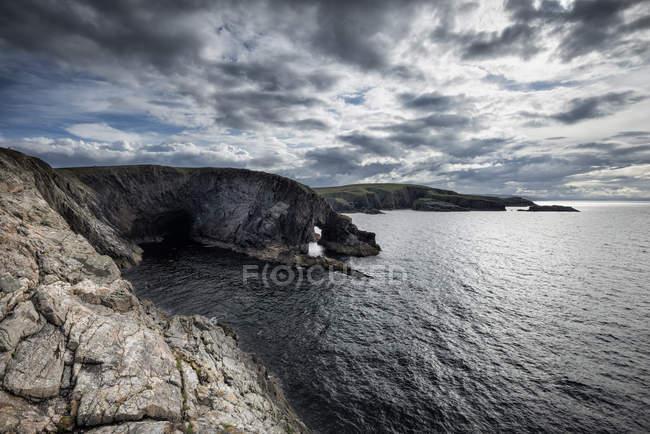 United Kingdom, Scotland, View of North Sea with cliffs — Stock Photo
