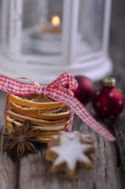 Star anise and orange peel with Christmas baubles on wood table — Stock Photo