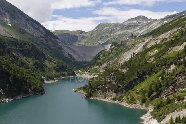 Österreich, Carinthia, Hohen Tauern, Maltatal, Galgenbichl Stausee und die Berge — Stockfoto