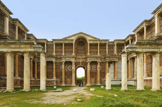 Roman Baths and Gymnasium, Sardes or Sardis archaeological site, Aegean, Turkey — Stock Photo