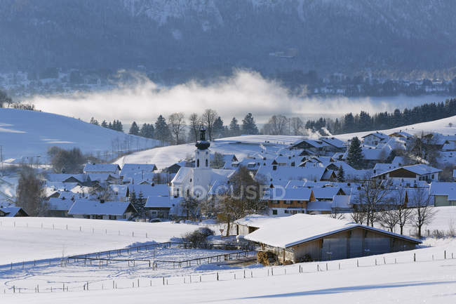 Rieden am Forggensee, Ostallgu, Allgu, Suabia, Baviera, Alemania - foto de stock