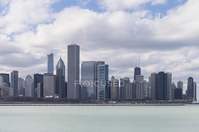 Чикаго Skyline з озера Мічиган, Чикаго, Іллінойс, США, США — стокове фото