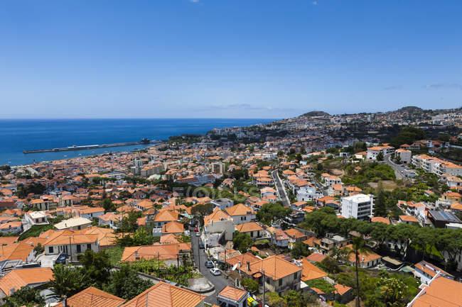 Portugal, Funchal, vista de casas em Madeira durante o dia — Fotografia de Stock