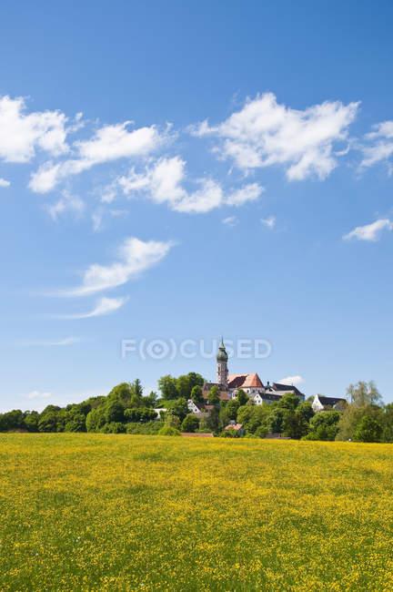 Alemania, Baviera, Vista de la Abadía Andechs durante el día - foto de stock