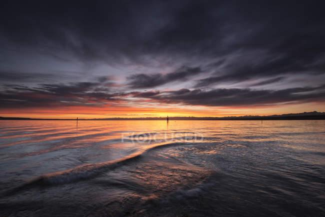 Германия, Констанция, Вид на озеро Констанция на восходе солнца — стоковое фото