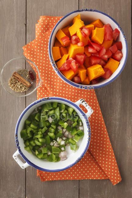 Zutaten von Curry-Gericht mit Kürbis, Studio — Stockfoto