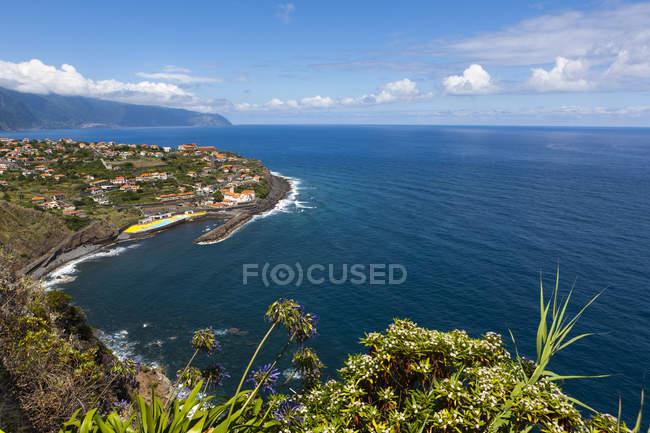 Vista aérea de falésias de Madeira em Ponta Delgada, Madeira, Portugal — Fotografia de Stock